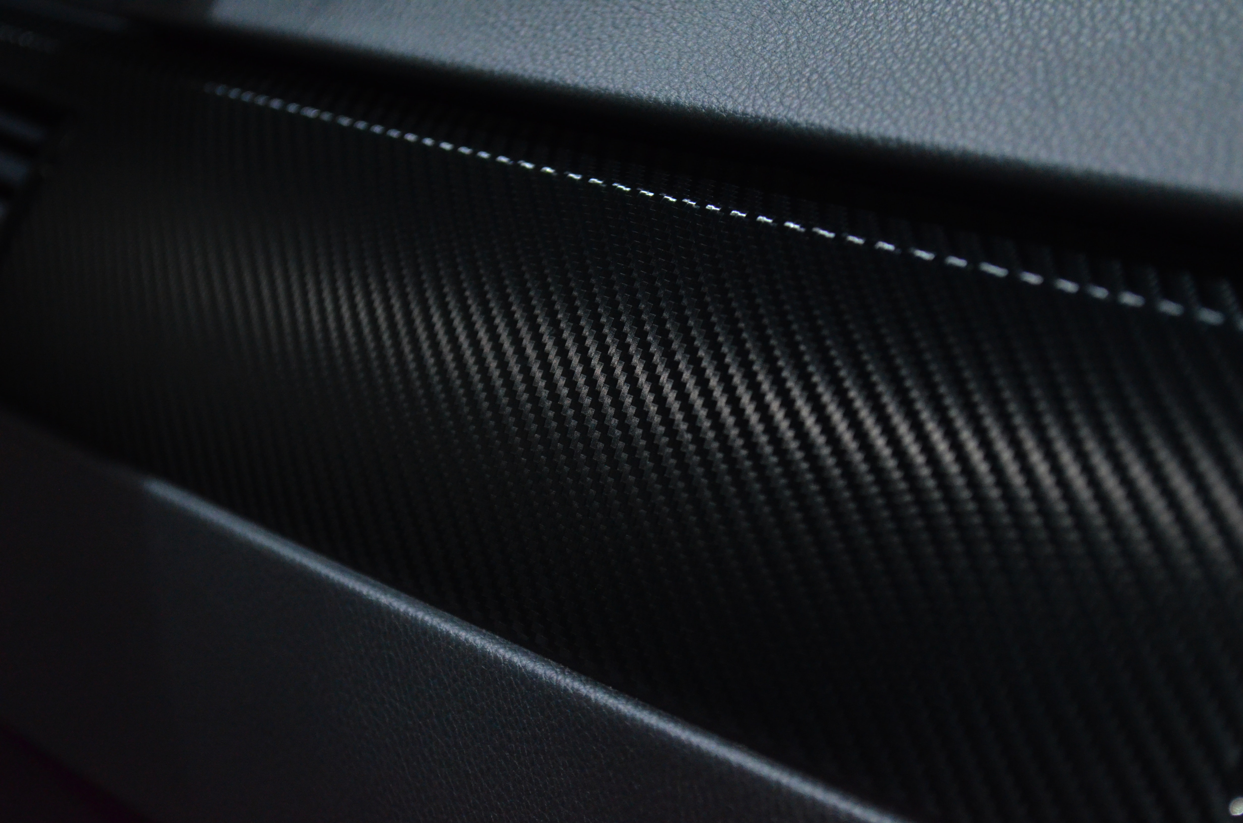 Carbon Fibre versus Kevlar Material | Which one is the Best for you?